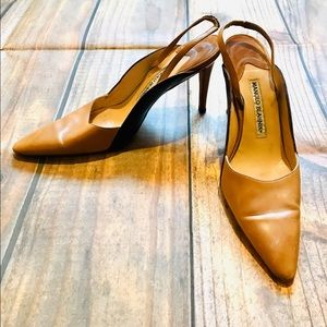 Manolo Blahnik Tan Closed Toe Heel. Size 38